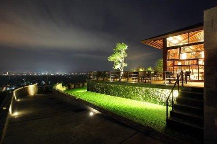 Abhayagiri restaurant nanda romantis