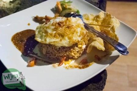 Nasi goreng seafood seharga Rp77.500 (+21% pajak)