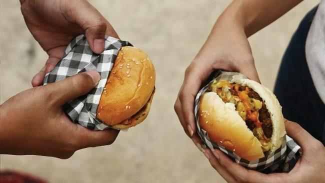 Sensasi Burger Artisan yang Lezat, Simpel, dan Kaya Rasa