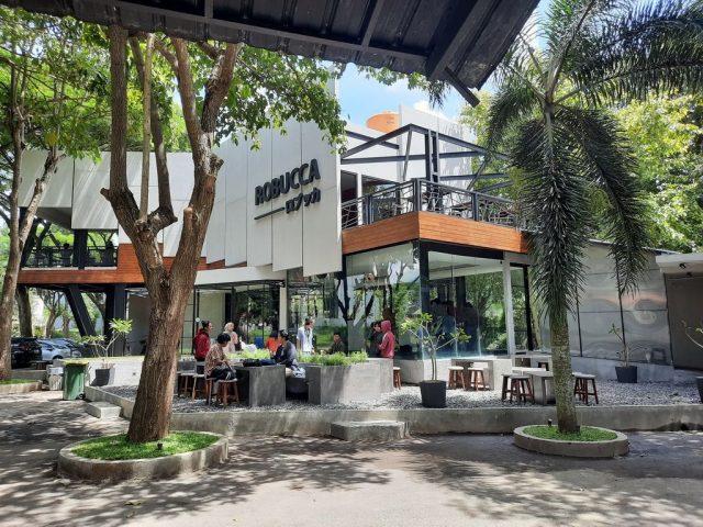 Suasana Asri di Robucca Cafe Malang
